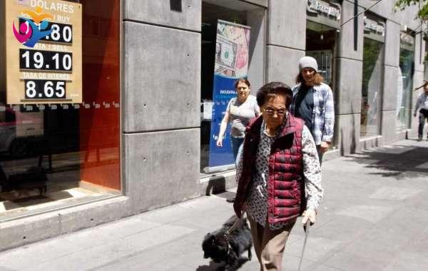 Peso cae, en espera de anuncio del Banco de México