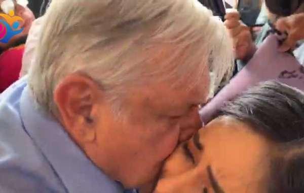 Reporteros de Mexicali increpan a AMLO y le piden información